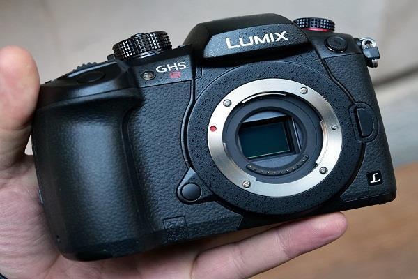 बिक्री के लिए उपलब्ध हुआ पैनासोनिक लुमिक्स GH5S कैमरा
