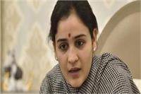 गोरखपुर-फूलपुर उपचुनाव: क्या सपा का साथ छोड़ BJP की तरफ से चुनाव लड़ेंगी अपर्णा?