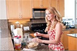 Kitchen Tips: हर महिला के काम को आसान बना देंगे ये स्मार्ट ट्रिक्स