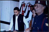 विधानसभा की कार्यवाही के दौरान सपा नेता रामगोविंद चौधरी की बिगड़ी तबीयत, अस्पताल में भर्ती