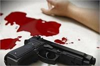 शराब पीने का विरोध करने पर पति ने पत्नी को मारी गोली