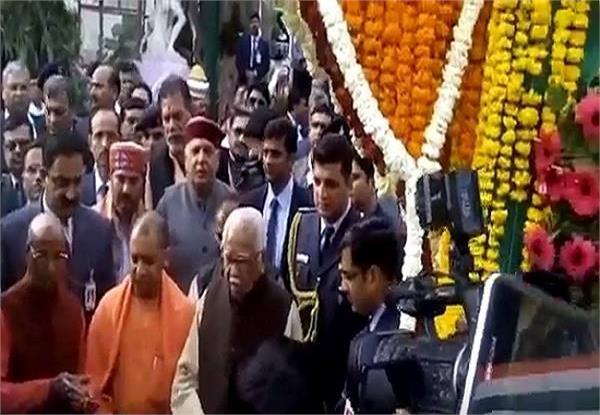 CM योगी ने पुष्प प्रदर्शनी का किया उद्घाटन, रामनाईक के इस कदम को बताया सराहनीय कार्य