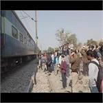 हापुड़ः ट्रेन के इंजन की चपेट में आने से 6 लोगों की मौत