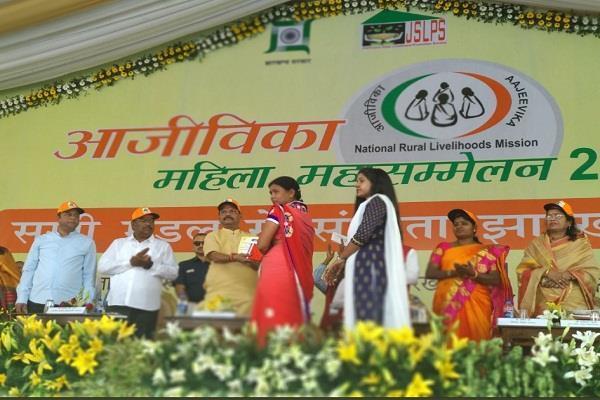 भारत में देवी शक्ति के रूप में नारी शक्ति की होती पूजाः मुख्यमंत्री