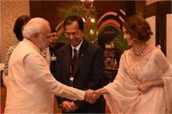 पीएम नरेंद्र मोदी से मिली बॉलीवुड क्वीन कंगना, देखें तस्वीरें