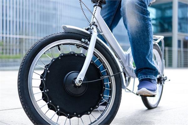 आपके साधारण साइकिल को ई-बाइक में बदल देगा EvoWheel