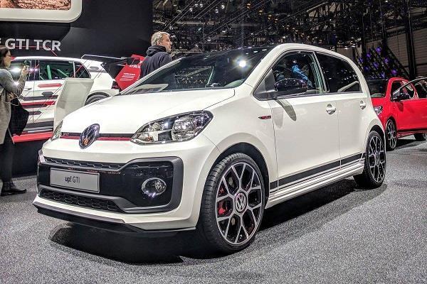 Geneva Motor Show 2018: साइज में छोटी कीमत में भारी है वोक्सवैगन की यह हैचबैक कार