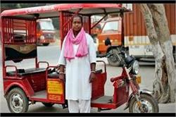 पहली महिला ई-रिक्शा ड्राइवर, लोगों ने खूब उड़ाया मजाक लेकिन नहीं मानी हार