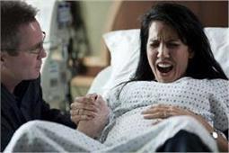 इतनी हड्डियों के टूटने जितना होता है बच्चा पैदा करते समय दर्द!