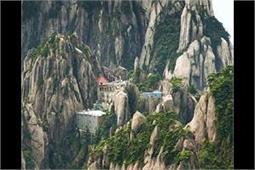 पहाड़ों में बने इस अनोखे होटल का मजा लेने के लिए चढ़नी होगी 60 हजार सीढ़ियां