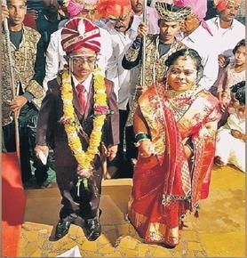 रब ने बना दी जोड़ी, तीन फीट के दूल्हा-दुल्हन की अनोखी शादी