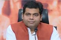 सपा ने गोरखपुर DM पर लगाए गड़बड़ी के आरोप, श्रीकांत शर्मा ने किया पलटवार