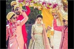 दुल्हन की एंट्री को शानदार बना देंगी ये 'Phoolon Ki Chaadar'