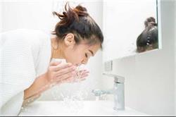 मुंह धोने का सही तरीका अपनाएंगे तो तभी दिखेंगे फ्रैश