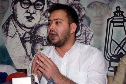फेसबुक डेटा लीक मामलाः तेजस्वी ने ट्वीट कर साधा BJP-JDU पर निशाना