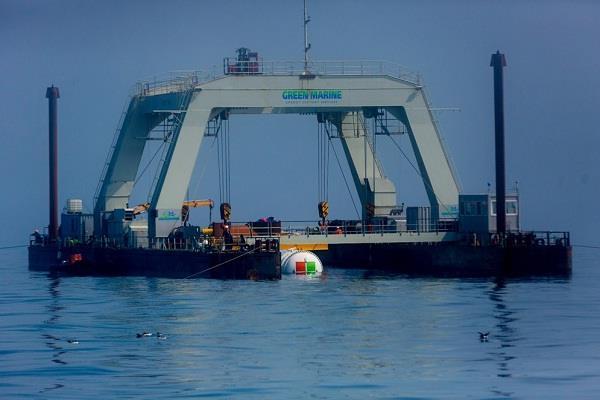 माइक्रोसॉफ्ट ने स्कॉटलैंड के तट पर पानी के नीचे तैनात किया पहला डाटा सैंटर