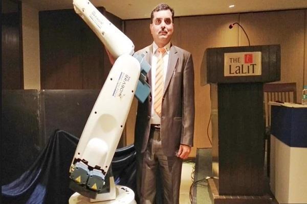 इंडस्ट्री में मदद करने के लिए बनाया गया भारत में निर्मित खास रोबोट