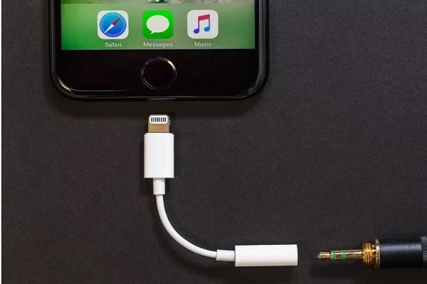 नए आईफोन्स के साथ Apple फ्री में नहीं दे रहा ये एक्ससरीज