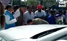 गाड़ी से टक्कर लगने पर भड़के योगी के मंत्री सतीश महाना, सिपाही ने पैरों में गिरकर मांगी माफी
