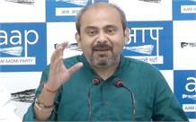 पार्किंग शुल्क : दिलीप पांडेय ने बीजेपी नेताओं पर लगाया मिलीभगत का आरोप