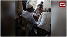 कैमूर में दारोगा की बदसलूकी: ड्यूटी के समय फरियादियों से कराई मसाज, वीडियो वायरल