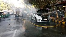 कनॉट प्लेस : धू-धू कर जली इनोवा कार