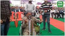 देखिए जब जनमंच में बुजुर्ग ने रोया दुखड़ा तो मंत्री ने उठाया ये कदम