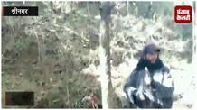 जंगलों में हथियारों से खेल रहे हिजबुल आतंकी, वीडियो वायरल