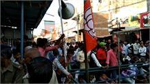 सत्ता के नशे में चूर BJP कर रही आचार संहिता का उल्लंघन, सरकारी कर्मचारियों से करवा रही निजी काम