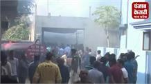 वोटिंग के दौरान आग से मची अफरा-तफरी, आग लगने का कारण फिलहाल साप नहीं