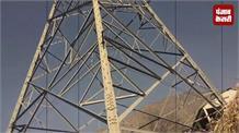 बिजली टावर के नीचे बना पोलिंग बूथ, जान जोखिम में डालकर हुआ मतदान