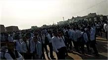 छात्र की मौत पर छात्रों ने कॉलेज मे किया हंगामा, पुलिस से की मामले में जांच की मांग