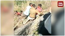 दर्दनाक हादसा: खाई में गिरी यात्रियों से भरी बस, 4 शव बरामद 13 घायल