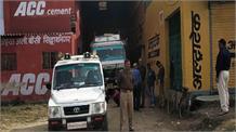 किसानों को ठग रहे थे खाद विक्रेता, छापेमारी में दो दुकान और गोदाम सीज