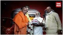 पटना पहुंचे CM योगी आदित्यनाथ, हुनमान को दलित बताने वाले बयान पर दी सफाई