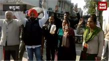 पानी में सांप की चमड़ी मिलने से नाराज लोगों का प्रदर्शन, लोगों ने PHE विभाग को दी चेतावनी