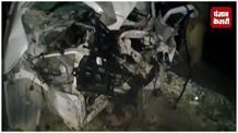 अनियंत्रित होकर पेड़ से टकराई तेज़ रफ्तार कार, 4 लोगों की दर्दनाक मौत