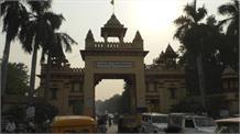 नहीं थम रहा BHU में विवाद, मुंडन कराकर छात्रों ने बटुकों को कराया भोज