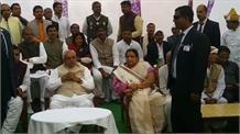 समाजवादी नेता स्वर्गीय राम अवधेश चौधरी के श्राद्ध कर्म में पहुंचे सीएम