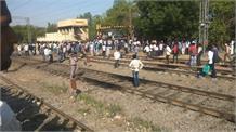 अचानक प्लेटफार्म बदलने की सूचना से भगदड़, एक युवक की ट्रेन से कटकर मौत