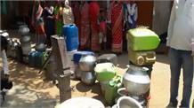 गर्मी के चलते जमशेदपुर में बढ़ी पानी की किल्लत, लंबी कतारों में लगे लोग
