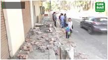 फिर दिखा निजी स्कूल बस का बेकाबू रूप, तोड़ डाली 30 मीटर लंबी दीवार