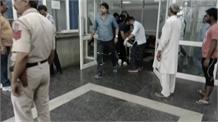 कन्हैया नगर मेट्रो स्टेशन के पास स्कूली वैन और टैंकर में टक्कर, एक दर्जन बच्चे हुए घायल