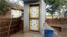 बेटी की इज्जत के लिए बकरियां बेच बनवाया शौचालय, अखिलेश यादव ने बढ़ाया मदद का हाथ
