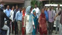 हमीरपुर में लोगों ने किया शराब के ठेके का विरोध, दी बड़ी चेतावनी
