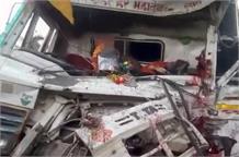 सड़क किनारे खड़े ट्रक को ट्रक ने मारी टक्कर, चालक गिरफ्तार