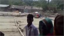 नवगछिया में किसानों ने पहुंच पथ को किया जाम, मुआवजा नहीं मिलने से परेशान है किसान