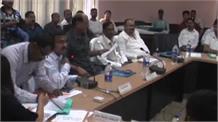 पिथौरागढ़ में जिला योजना समिति की बैठक, मंत्री ने अधिकारियों को लगाई फटकार