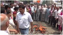 महंगाई के खिलाफ कांग्रेस कार्यकर्ताओं ने किया प्रदर्शन, निकाली मोदी की शव यात्रा