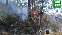 आग ने रोक ट्रेन का रास्ता, 2 घंटे तक जूझते रहे पर्यटक